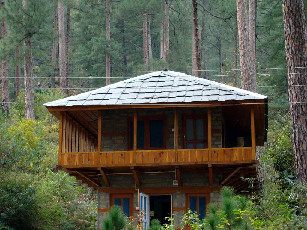 Researcher's hut at Sairopa, Community complex, GHNP (Click to enlarge)