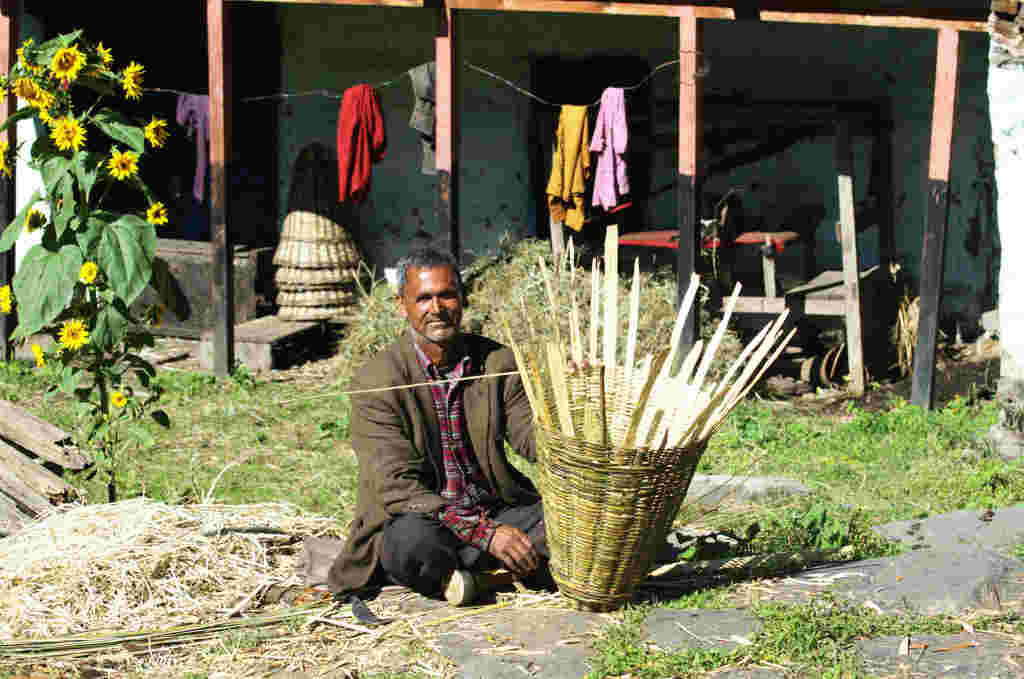 A villager making bamboo basket - Kilta ( Click to enlarge)
